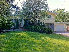 Great Edmonds home on cul de sac lot