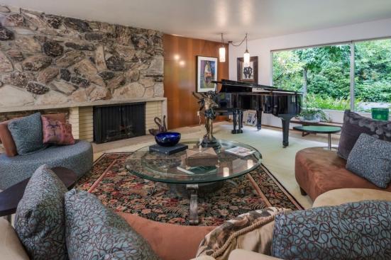 Broadview Home For Sale Livingroom02